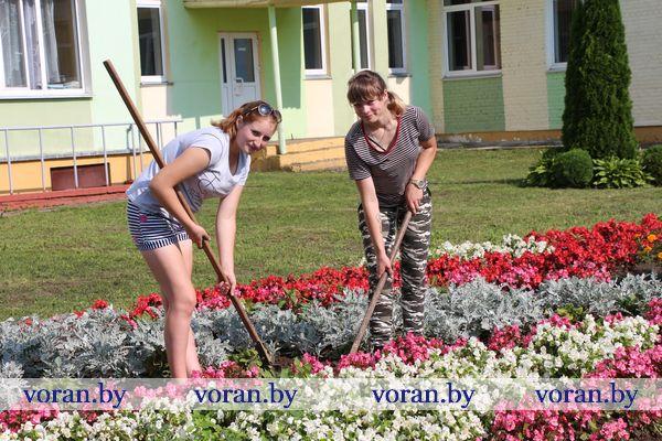 В лагере труда и отдыха при Вороновском колледже сельскохозяйственного производства ребятам в удовольствие не только отдых, но и работа