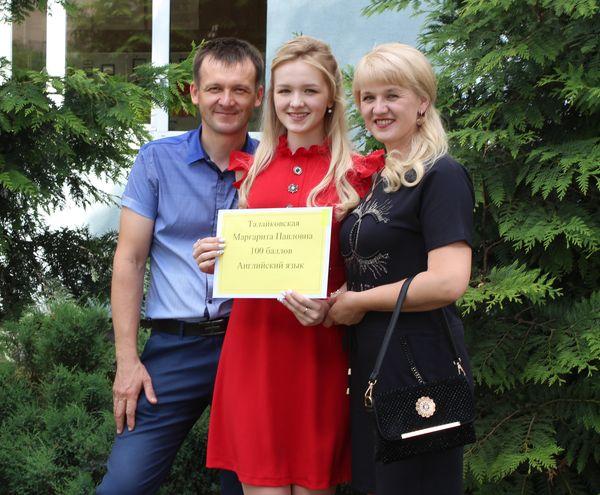 Мгновенных результатов не бывает, уверена Маргарита Талайковская из Радуни — единственная в нынешнем году обладательница стобалльного сертификата по централизованному тестированию в Вороновском районе