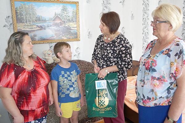 Вороновская организация Белорусского союза женщин помогла детям собраться в школу