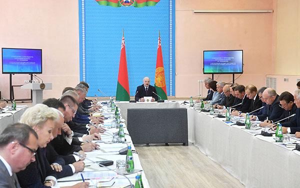 Тема недели: Лукашенко требует неукоснительного выполнения его поручений