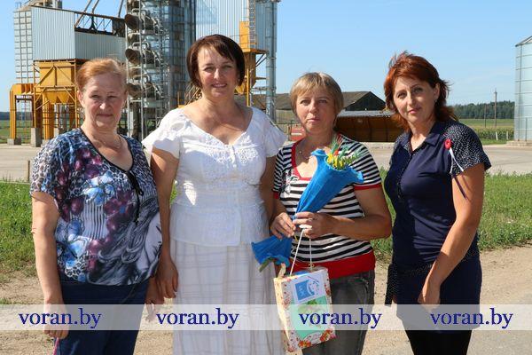 В рамках акции «БСЖ — женщинам жатвы-2018!» на Вороновщине чествуют сельчанок, участвующих в уборке урожая