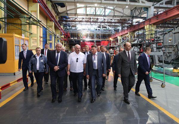 Тема недели: Лукашенко поручил запустить в Беларуси масштабную программу модернизации техники