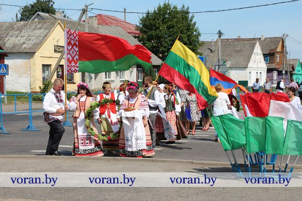The holiday of unity of national cultures