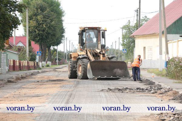 Улица Октябрьская  в г.п. Вороново прихорашивается