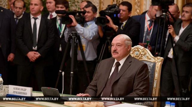 Лукашенко призывает СНГ к единству в условиях разрушения сложившейся системы международной торговли