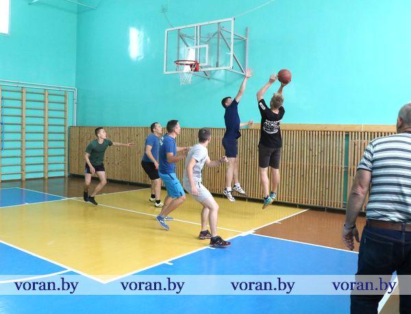 Первенство по стритболу выиграла команда Вороновского РОЧС (Фото)