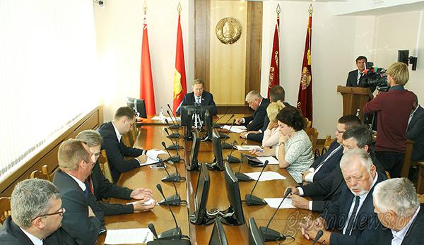 Содействие занятости и Год малой родины: в Гродно прошла 6 сессия областного Совета депутатов