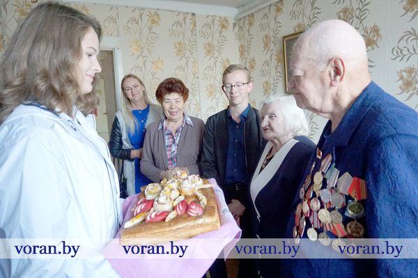 Волонтерская акция-конкурс «Яблочный каравай» проходит на Вороновщине