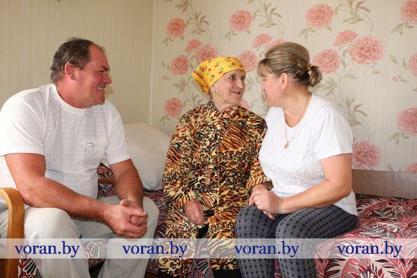 В Вороновском районе замещающая семья «удочерила» бабушку