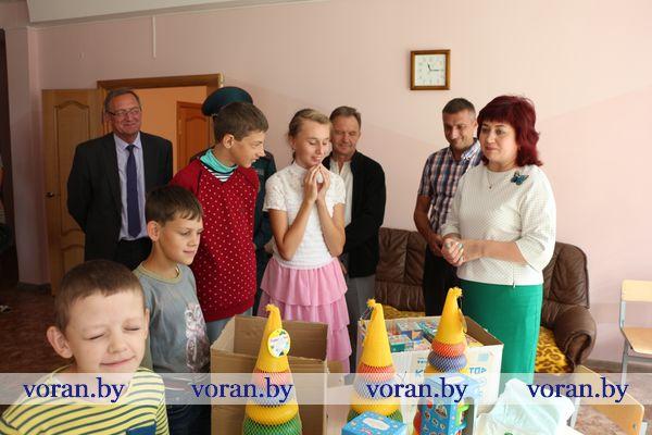 С подарками отправились в Вороновский ЦКРОиР депутаты райсовета