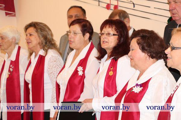 В понедельник в зале Вороновской ДШИ состоялось торжественное открытие декады «Золотой возраст»