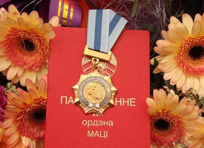 Полевод КСУП «Дотишки» Вороновского района Анна Кулик награждена орденом Матери