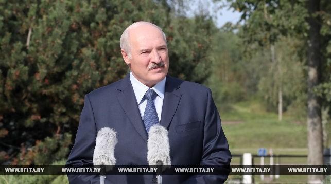 Александр Лукашенко на линейке в Александрии поделился воспоминаниями и рассказал о ценностях школьной поры