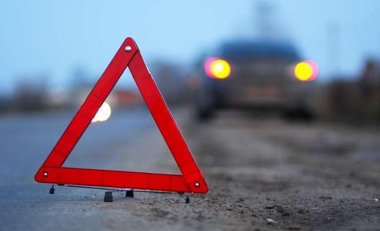 25 ДТП на выходных: скатившийся автомобиль, врезавшийся в маршрутку мопед и сбитый дорожный знак