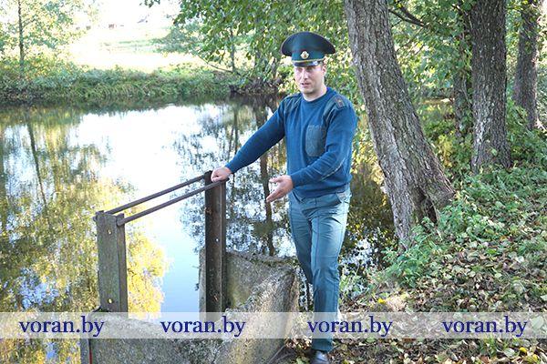 Вороновские спасатели, багор и бедолага-бобер