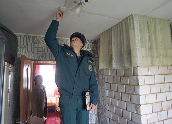 Внимание каждому дому уделяют вороновские спасатели