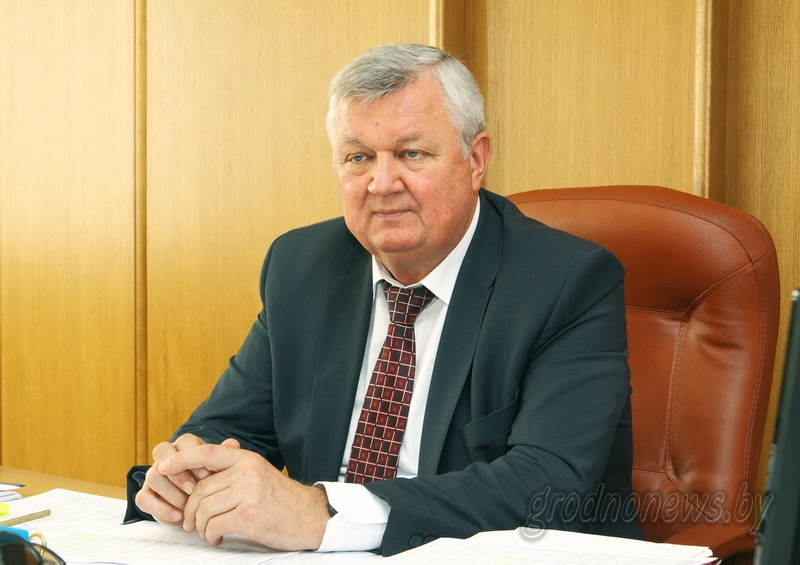 Субботнюю прямую линию с жителями Гродненщины провел первый заместитель председателя облисполкома Иван Жук