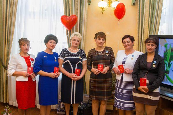 Шесть многодетных мам Вороновского района стали участницами торжественного приема, посвященного Дню матери, в облисполкоме