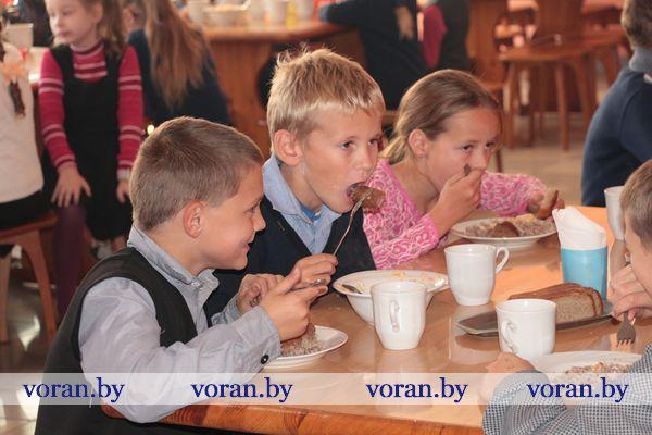С лупой — в ученическую тарелку