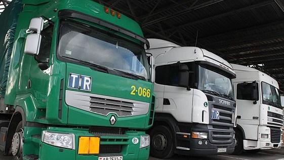 Более 590 фур ожидают выезда на границе с Литвой
