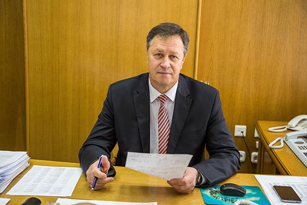 Субботнюю прямую телефонную линию с жителями Гродненщины провел управляющий делами облисполкома Игорь Попов