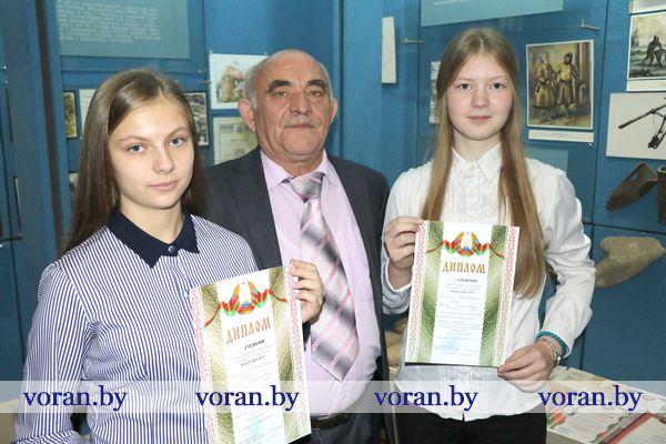 Тремя дипломами награждены радунские и жирмунские школьницы на Х областном конкурсе исследовательских работ «Хрустальная альфа»