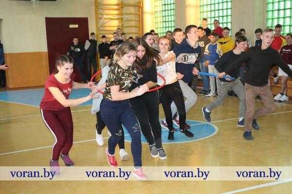 Третий трудовой семестр молодежь Вороновщины завершила веселой сельскохозяйственной эстафетой