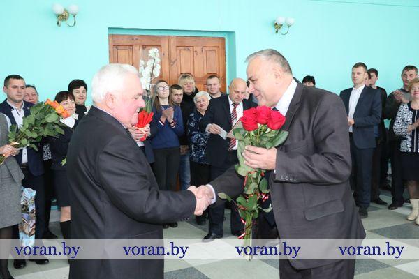 26 ноября Иосифа Яворовского, возглавлявшего более 17 лет коммунальное сельскохозяйственное унитарное предприятие «экспериментальная база «Октябрь»,  проводили на заслуженный отдых