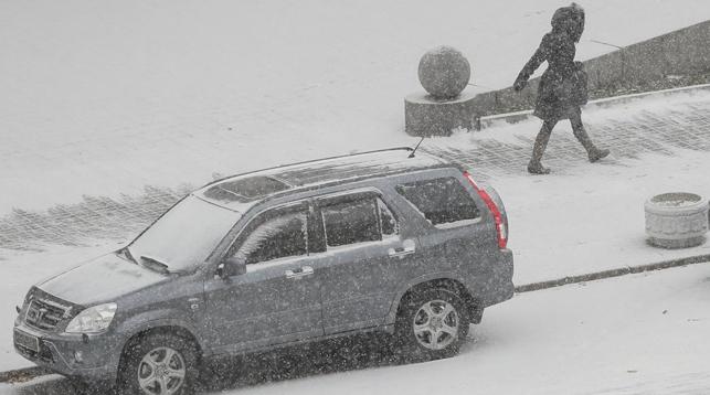 Из-за снегопада в Киеве произошло около 500 ДТП