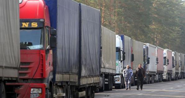 Более 900 грузовиков ожидают выезда на границе с Литвой