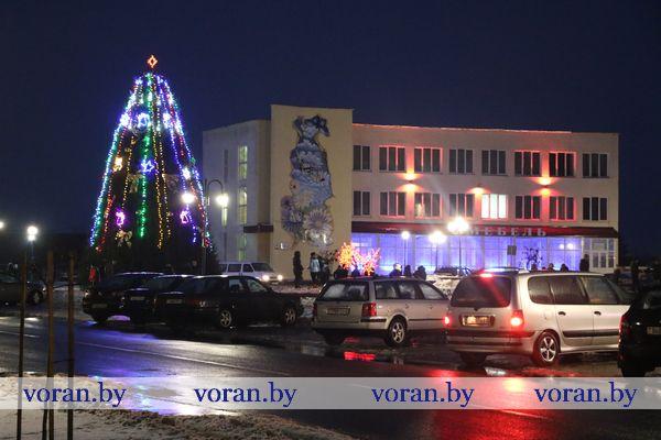 В Вороново зажгли главную елку района (Видео)