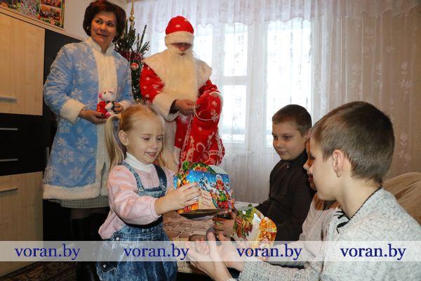 Подарки от депутатов детям Вороновщины