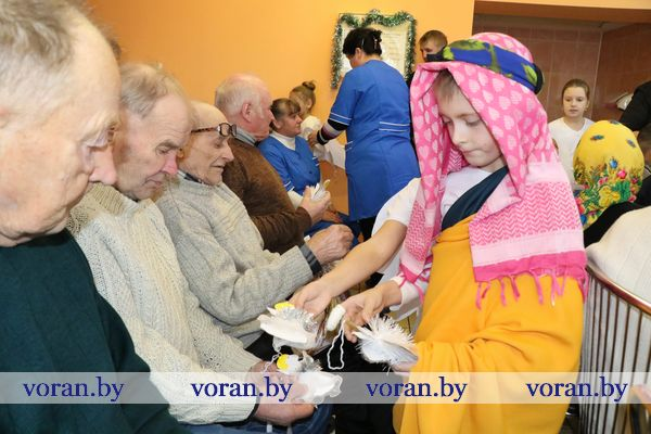 Новогоднее  торжество с участием главы районасостоялось в отделении круглосуточного пребывания для граждан пожилого возраста и инвалидов в деревне Бастуны