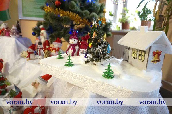 Учреждения образования Вороновщины удивляют новогодним декором (Дополнено)