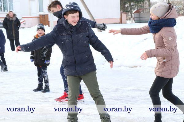 Возле каждой школы в Вороновском районе залиты катки