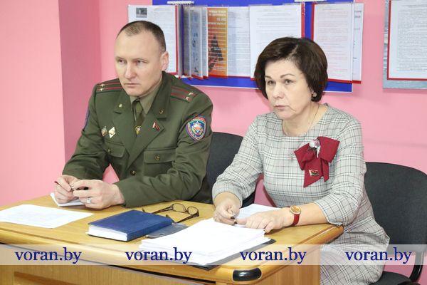 Председатель райсовета депутатов Елена Ганевич встретилась с трудовым коллективом Вороновского РОЧС
