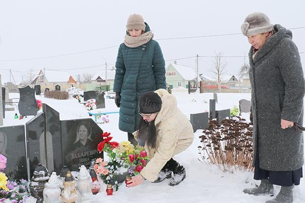Рабочую неделю на Вороновщине открыли военно-патриотической акцией «Вспомним всех поименно», приуроченной к 75-й годовщине снятия блокады Ленинграда