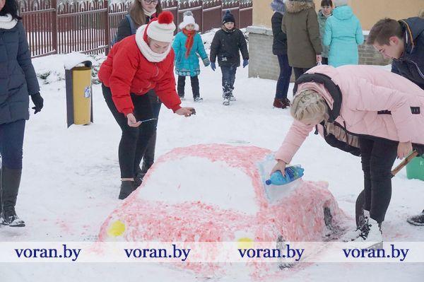 Конкурс снежных фигур и веселая эстафета. Выходной день вороновские школьники провели на свежем воздухе