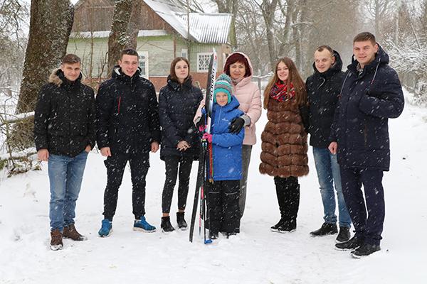 В канун Рождества журналисты и молодежь Вороновщины исполнили мечту подающей надежды школьницы.