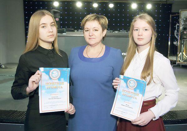 Две школьницы Вороновщины получили стипендию Гродненского областного отделения Белорусского фонда мира