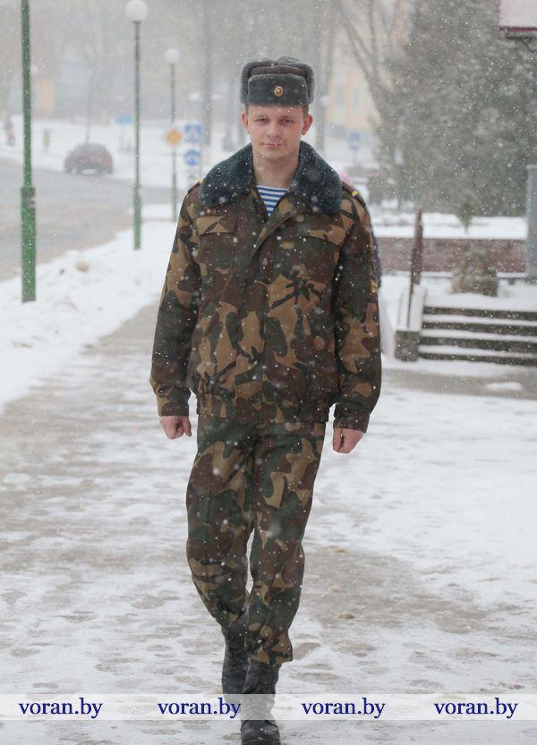 Идет солдат по городу…