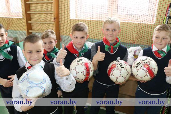 Новый спортивный инвентарь принимала сегодня Дотишская школа Вороновского района (Фото, +Видео)