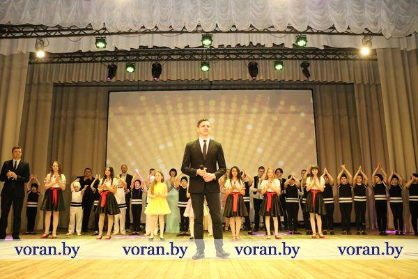 Дарите женщинам цветы… В Вороново состоялся праздничный концерт к 8 Марта (Фото, +Видео)