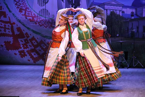 Гала-концерт областного этапа V республиканского смотра-конкурса детского творчества «Здравствуй, мир!» состоялся в Слониме