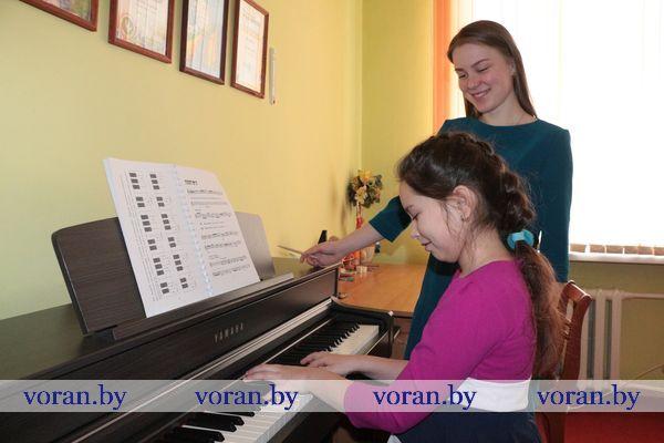 Восемь новеньких музыкальных инструментов поступили на вооружение детских школ искусств Вороновщины в минувшем году