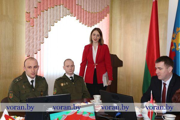 Открытый диалог, приуроченный 25-летию Конституции Республики Беларусь, прошел в Вороновском райисполкоме