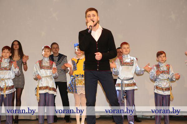 Накануне профессионального праздника для вороновских коммунальников в районном центре культуры и народного творчества прошло торжественное мероприятие