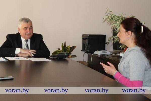 Прием граждан и одновременно прямую линию провел в Вороново председатель Лидского межрайонного Комитета государственного контроля Виктор Кондратов