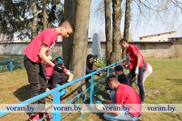 В Вороново волонтеры благоустроили братскую могилу жертв фашизма