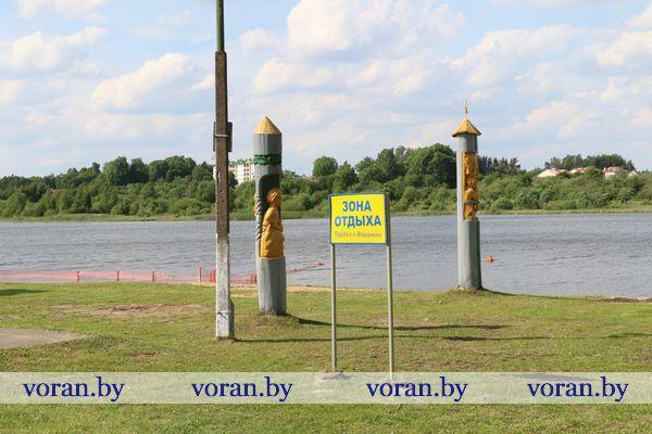 Официально купальный сезон в Беларуси в этом году начинается 1 июня. На Вороновщине для плавания отведен только вороновский пруд